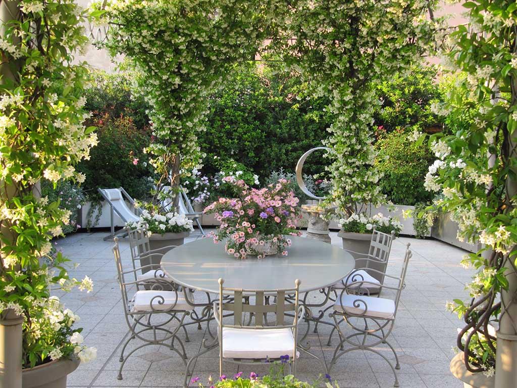terrazza Vasi disegno : Classico con esuberanza? ? il trionfo del fiore